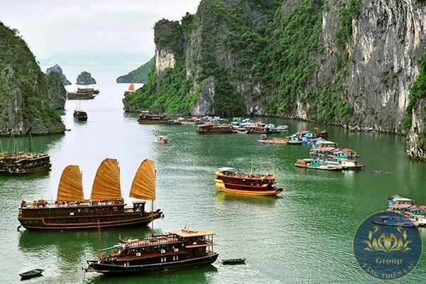 Hay với chủ đề là biển: con sóng vỗ rì rào, những con thuyền ra khơi,...