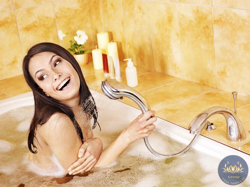 Tranh 3D phòng tắm phải được in trên chất liệu dễ lau chùi và không thấm nước