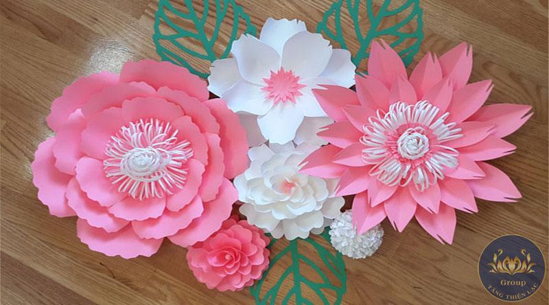 Cắt hoa giấy dán tường