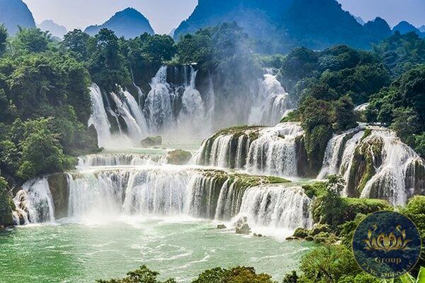 Tranh dán tường 3D thác nước hùng vĩ
